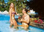 swim_up_bar_en_la_piscina_hotel_grande